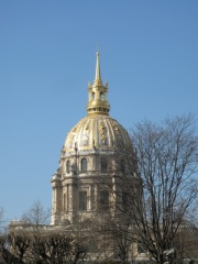 The gold dome of Les Invalides. Hilary Nangle photo.